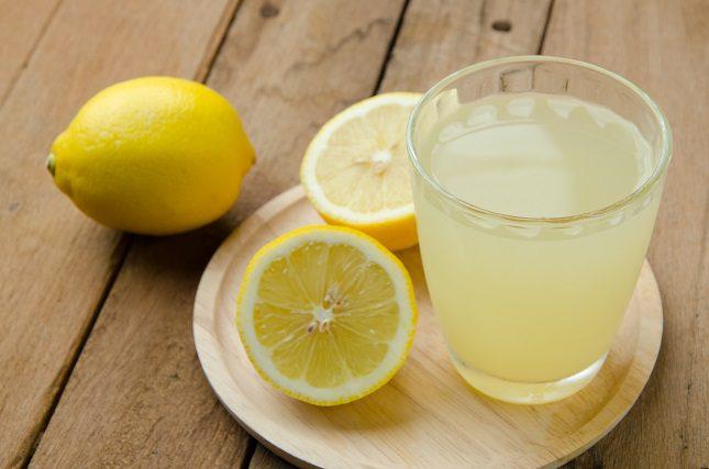 Su jugo es un ácido y puede dañar el esmalte de tus dientes si lo tomas sin diluir