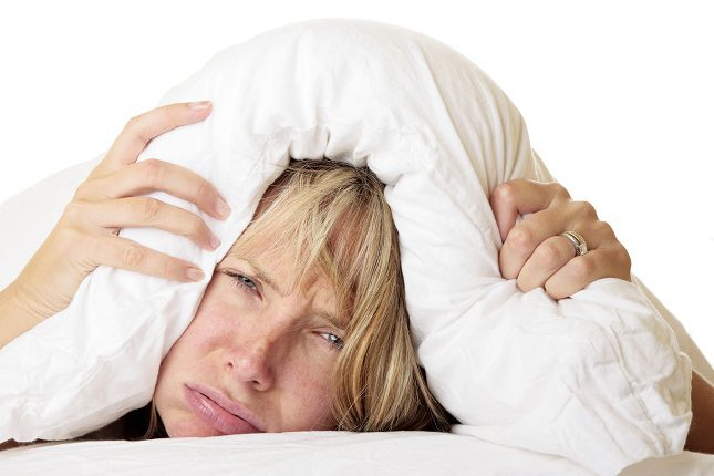 Una de las señales ambientales más importantes para restablecer tu ciclo de sueño-vigilia es la luz