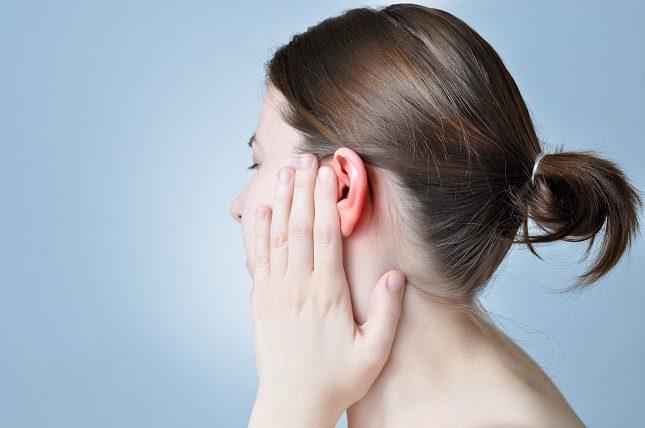La otitis en el oído medio implica la inflamación de la parte interna del oído más cercana al tímpano