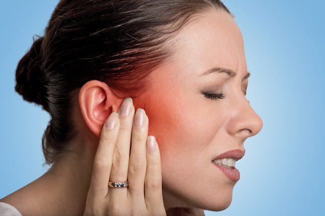 Para tratar en condiciones una otitis externa lo mejor es acudir al médico, incluso a urgencias si fuera necesario