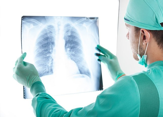 La broncoscopia sirve para que el médico pueda diagnosticar diversas patologías que afectan a las vías respiratorias
