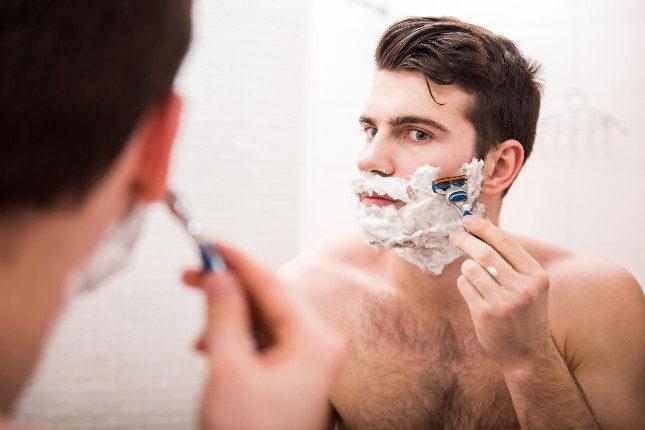 Afeitarnos o depilarnos con cuchillas facilita los pelos encarnados