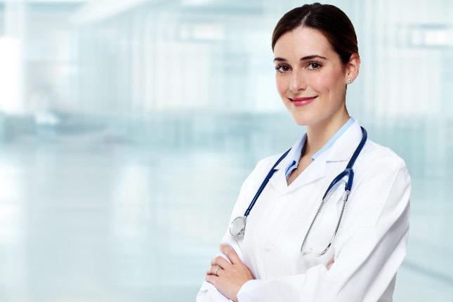 Acude a tu médico de cabecera o dermatólogo para que examine la mancha