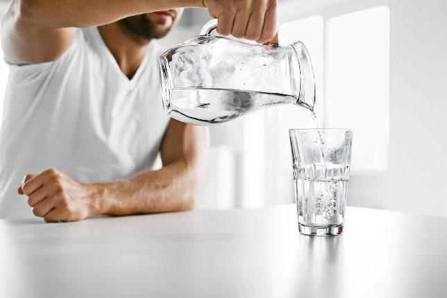 Una buena dieta nos debe animar a consumir mucho líquido