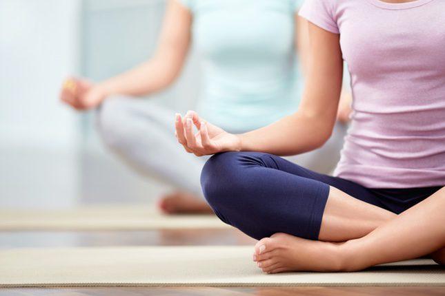El yoga combina práctica física, espiritual y mental