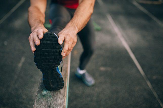 Estirar de forma adecuada es recomendable con 20-30 segundos por músculo