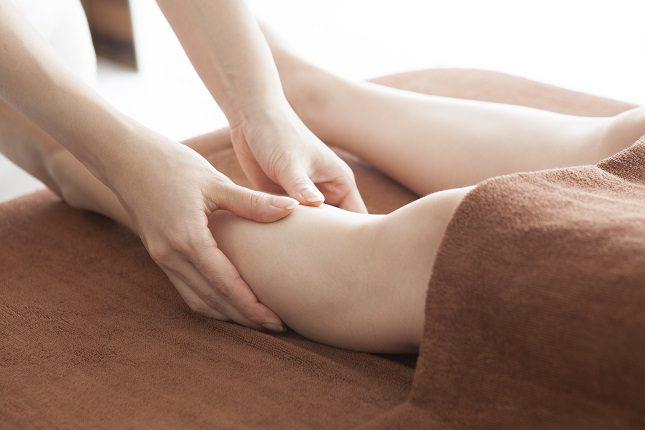En la mayoría de los casos las piernas cansadas son una consecuencia de retención de líquidos