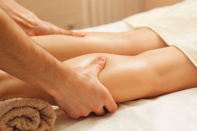 Elevar las piernas durante algunos minutos en el día nos va a ayudar a que la circulación fluya y se active de nuevo