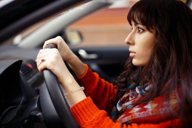 Los síntomas de la amaxofobia son la ansiedad, la angustia, el sudor frío o la rigidez en los músculos del cuerpo