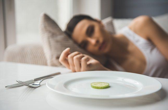 La anorexia provoca algunos síntomas físicos y psicológicos