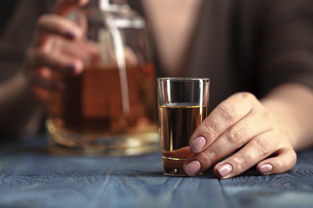 -Los hombres tienden a volverse más agresivos que las mujeres independientemente del tipo de bebida que consuman