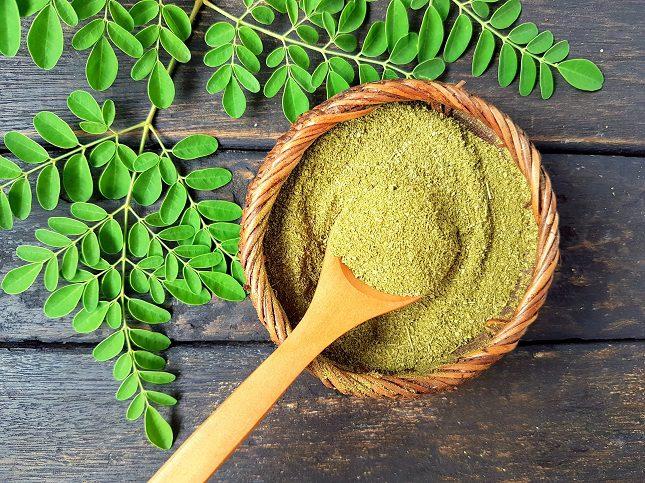 Las hojas de la moringa son ricas en antioxidantes que incluyen betacaroteno o vitamina C