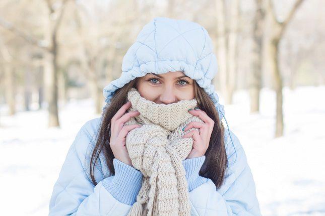 Es importante saber que hay que evitar el uso de agua caliente o el calor de un calentador o chimenea