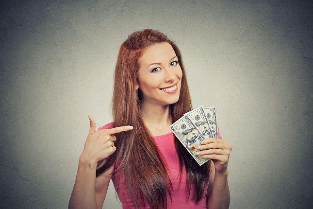 El dinero es un bien que se usa para comprar cosas materiales y pagar servicios