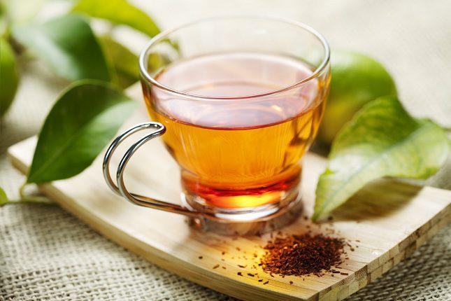 Tanto el té verde como el negro están hechos de un arbusto llamado Camellia Sinesis