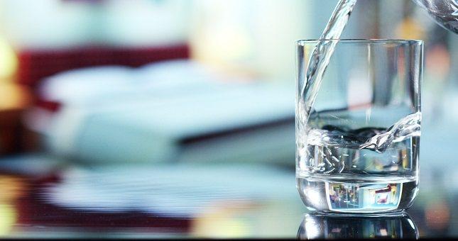Si no bebes suficiente agua y te deshidratas sin darte cuenta, no serás realmente productivo en tu trabajo