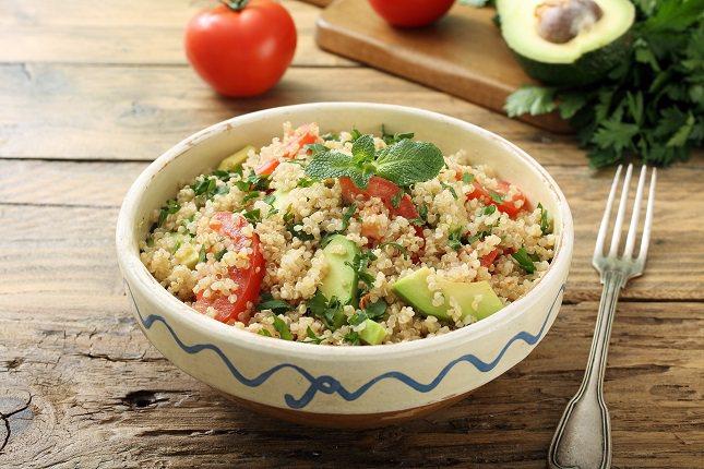 La dieta de la mayoría de personas actualmente consiste en consumir alimentos ácidos y ricos en proteínas