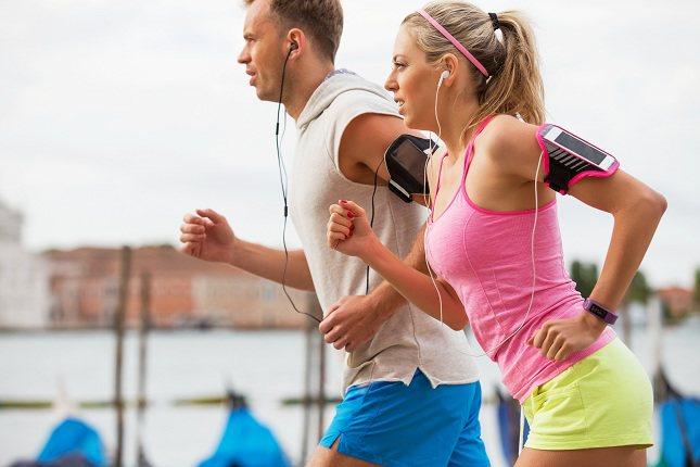 Es mejor comer una pequeña cantidad de comida tres cuartos de hora antes de hacer ejercicio