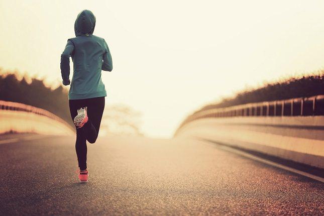 Hacer ejercicio con el estómago lleno probablemente puede causarte dolor de estómago
