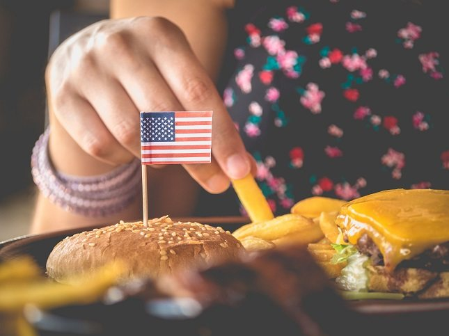 Si comes demasiado rápido sin importar la hora del del día, tu sistema digestivo no podrá hacer su trabajo en condiciones
