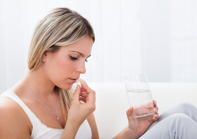 El malestar estomacal es uno de los efectos secundarios más comunes de tomar ibuprofeno