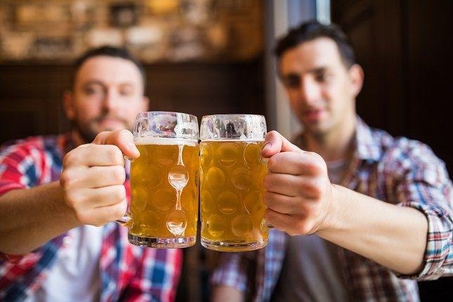 El propilen glicol se agrega a la cerveza para darle más brillo y que sea más atractiva a la vista