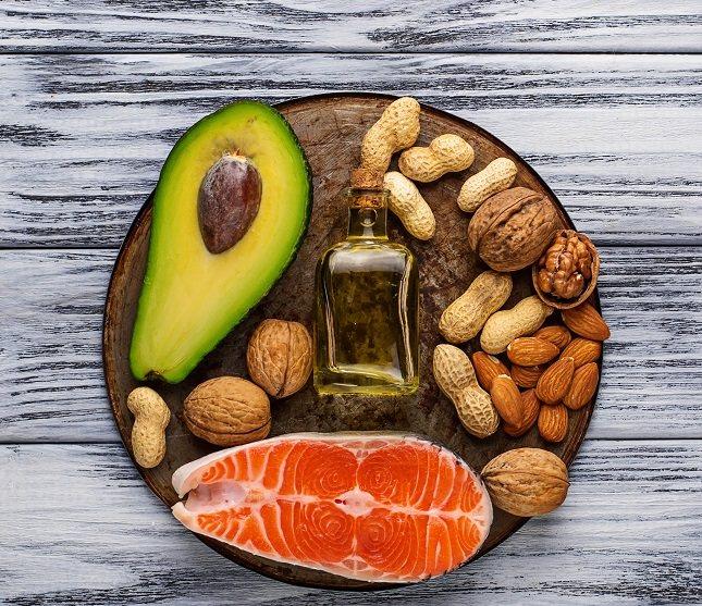 Las grasas saturadas e insaturadas están los diferentes alimentos, y además son diferentes tipos de grasas