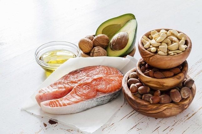 Tendrás que ser consciente de las grasas saturadas que comes diariamente y reducir su consumido