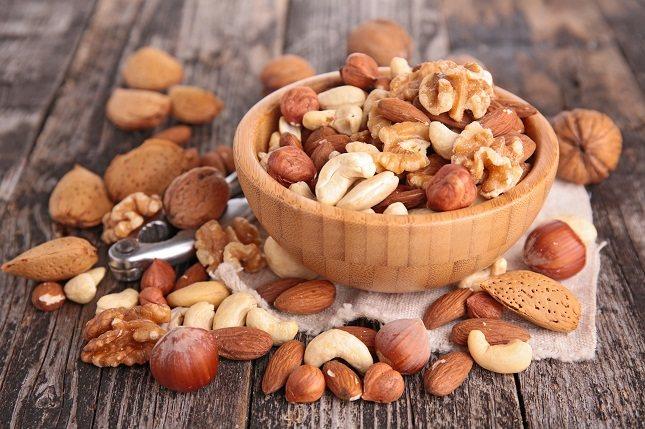 La grasa no saturada se encuentra en grandes cantidades en frutos secos, semillas y pescado azul