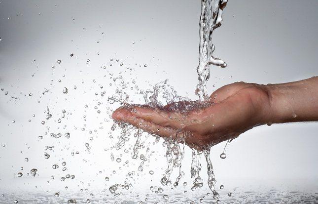 Obtener la cantidad adecuada de hidratación diaria en su dieta no solo beneficiará tu salud sino también tu bienestar