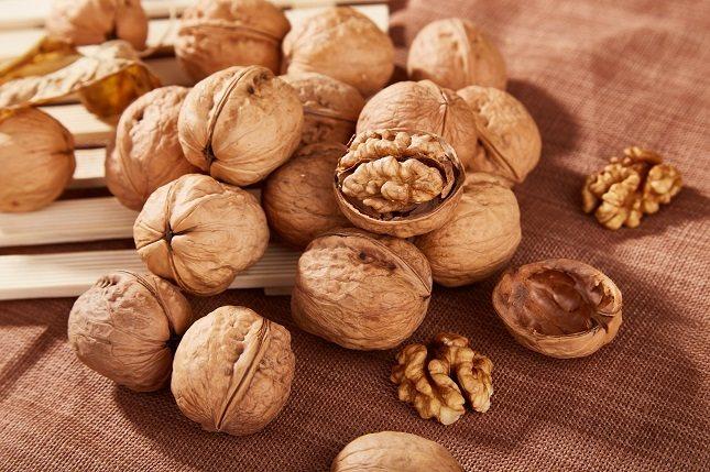 Las nueces son una buena fuente de vitamina E que es antioxidante