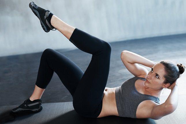 Lo ideal es que realices estos ejercicios, con ropa que te permita ver como contraes el abdomen