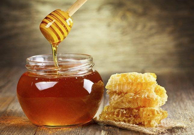 Los alimentos que más cantidad de fructosa tienen en su composición son la fruta, la miel, las verduras y el alcohol.