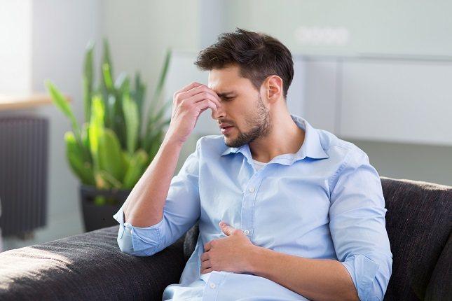 Algunos gases intestinales provienen del aire que las personas tragan sin darse cuenta cuando están comiendo