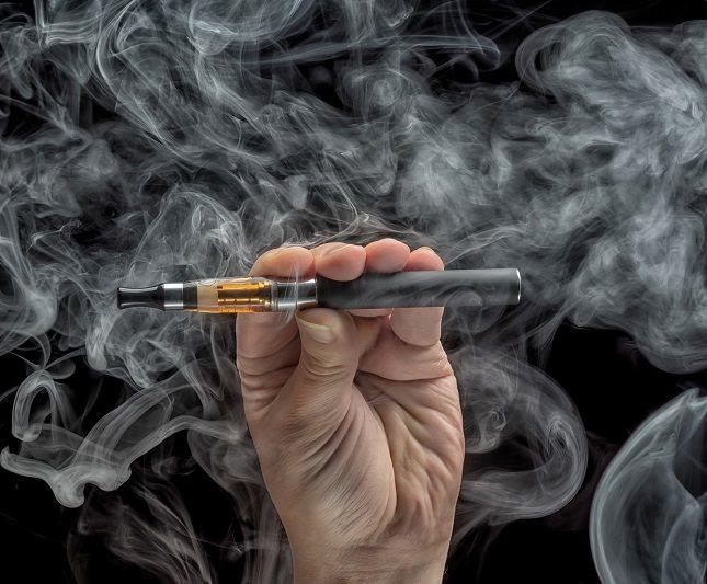 Además de materiales de construcción y productos de limpieza, el formaldehído también se puede encontrar en el humo de cigarrillos