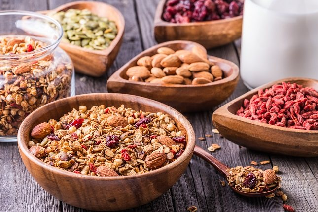 Además de consumir una cantidad saludable de fibra también es importante garantizar la dieta diaria