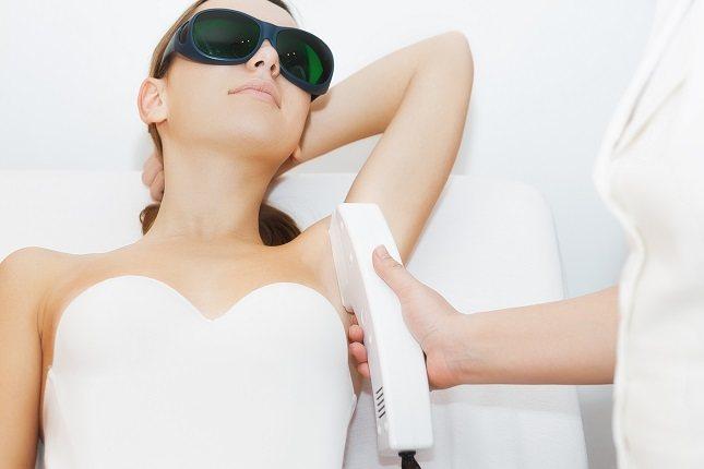 Habitualmente la depilación láser se tolera bien y es segura