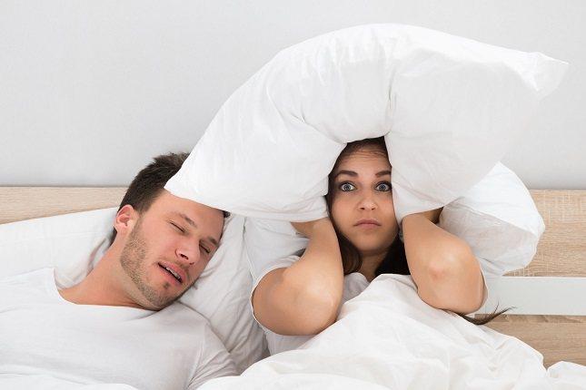El cerebro piensa que toca comer cuando no duerme, por lo que da hambre y se come más