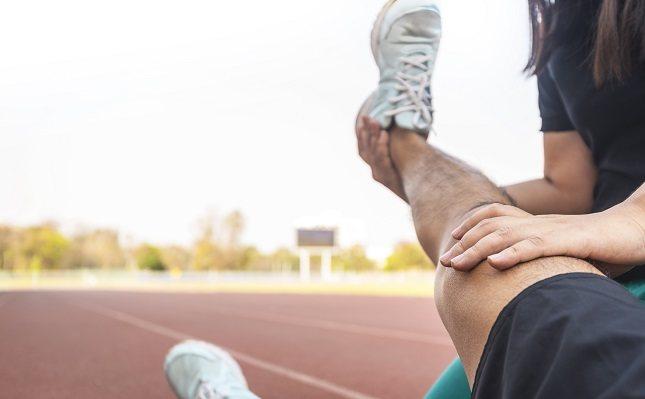 Una distensión es un tendón o músculo sobreextendido, desgarrado o retorcido