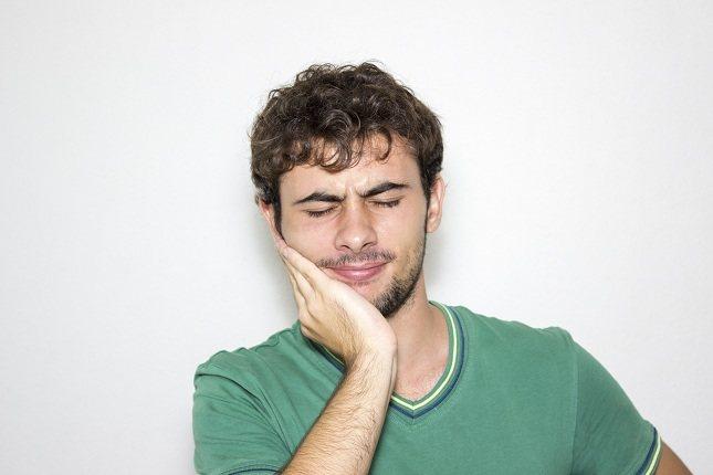 La infección dental suele tener lugar cuando alguna bacteria invade el tejido dental