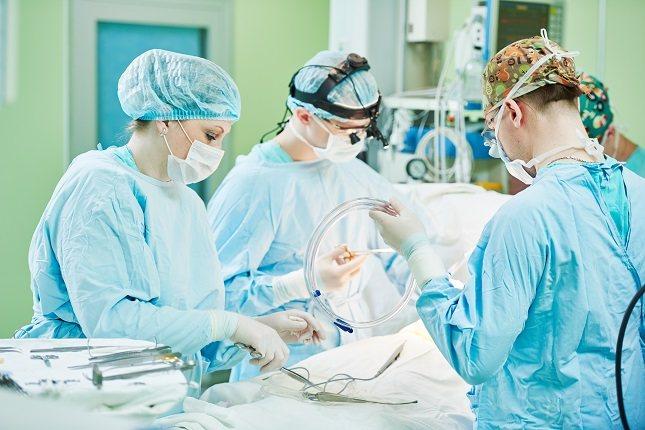 Los niños en esta edad de desarrollo tienen edad suficiente para asustarse con la idea de una cirugía