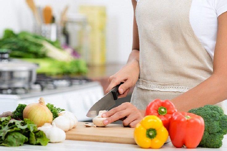 Las carnes, los huevos y otros productos perecederos debenrefrigerarse o congelarse tan pronto como sea posible