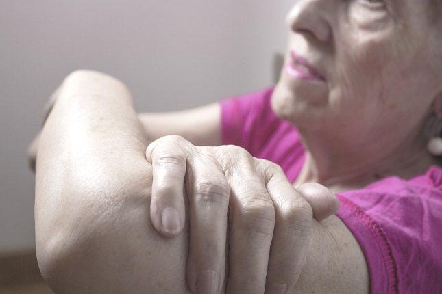 El riesgo de aparición de esta enfermedad cerebrovascular incrementa con el paso de los años