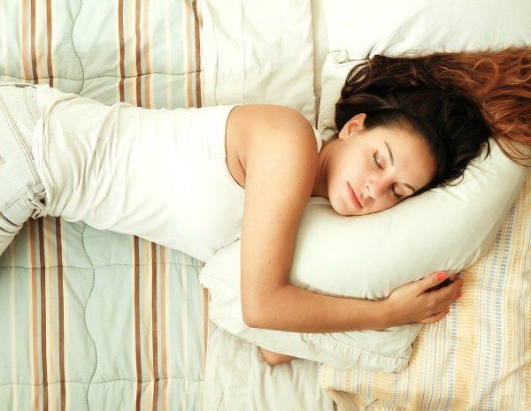 Acostarse tarde y que se tengan menos horas de sueño también afecta a niños pequeños