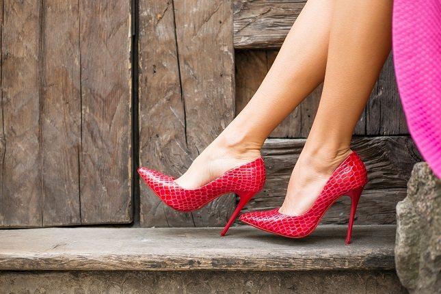 Si piensas que los zapatos ajustados son la causa de los juanetes, estás en lo cierto
