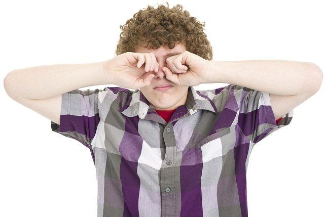Los ojos de color claro son más comúnmente sensibles a la luz