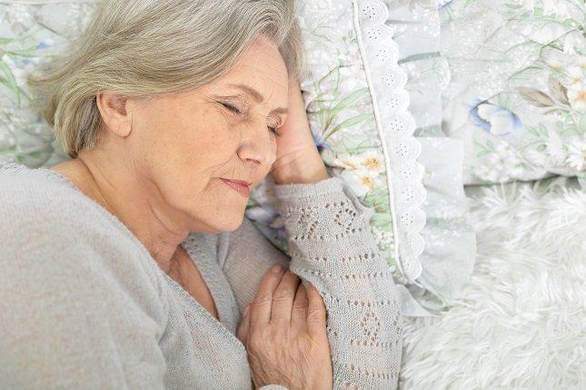 Son muchas las razones por las que las personas mayores comienzan a tener problemas de sueño