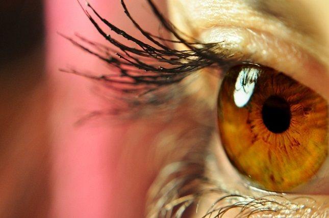 Las úlceras corneales son comunes en personas que usan lentes de contacto