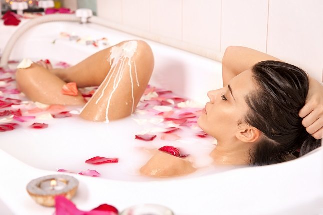 Bañarse en leche también puede dar una exfoliación suave y ligera