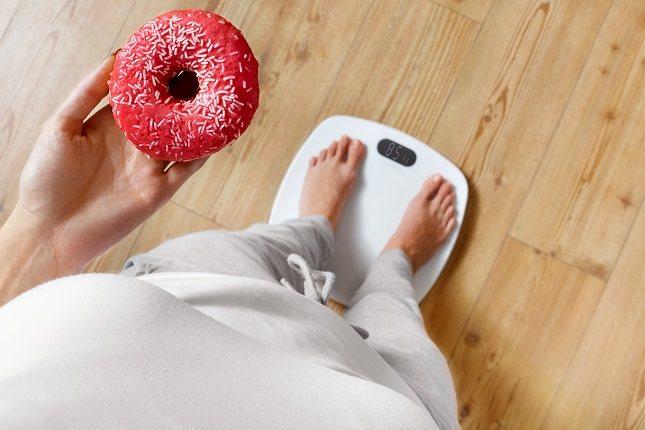 Es bastante normal que al tener un exceso de kilos en el cuerpo, haya partes del mismo que se resientan como es el caso de la espalda